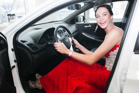 Победительнице конкурса «Мисс Россия 2014» вручили Hyundai Solaris