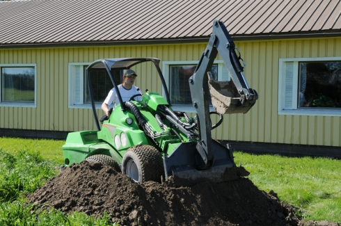 Мини-трактор - хороший помощник по хозяйству!