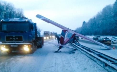 На Ярославское шоссе приземлился самолет
