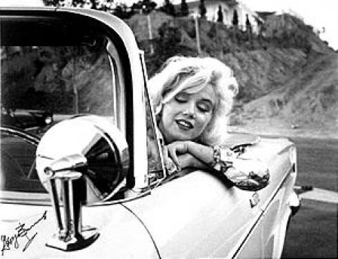 Блондинка предпочитает Ford Thunderbird