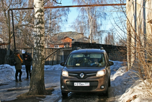 Помощь для Православного приюта – вместе с Renault Kangoo