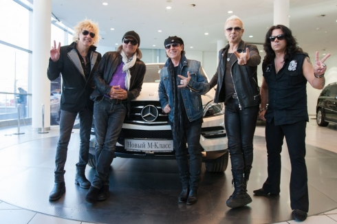 "Группа ""Scorpions"" в салоне продаж ""Мерседес-Бенц РУС"""