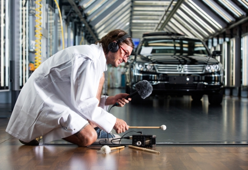 На заводе Volkswagen в Дрездене представили композицию звуков «Стеклянной мануфактуры»