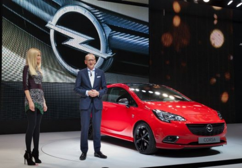 Opel и Клаудиа Шиффер представили новый Corsa на Парижском автосалоне